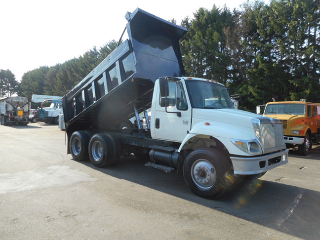 (2) 2004-2007 Intl 7400 Twin Screw Tandem