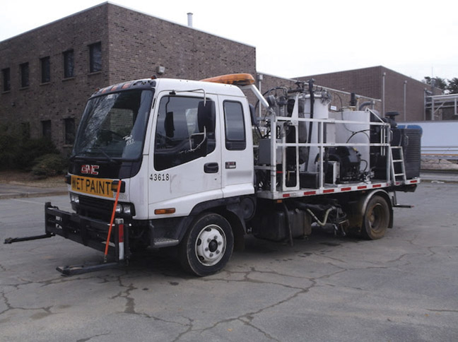 2004 GMC TMT Airless Paint Truck