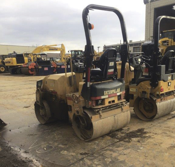 2009 Caterpillar CB24 roller