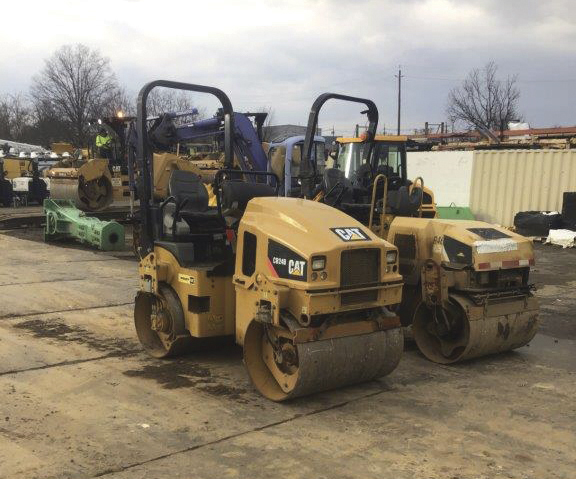 2014 Caterpillar CB24 roller