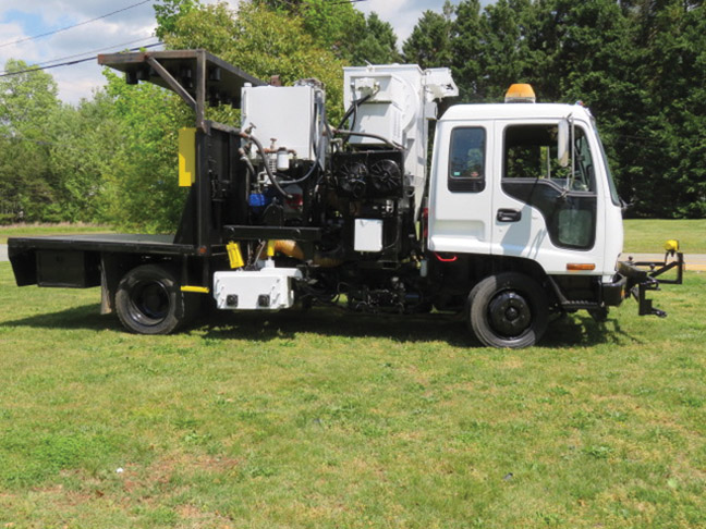2001 Isuzu Arrow Grinder Truck with Vacuum