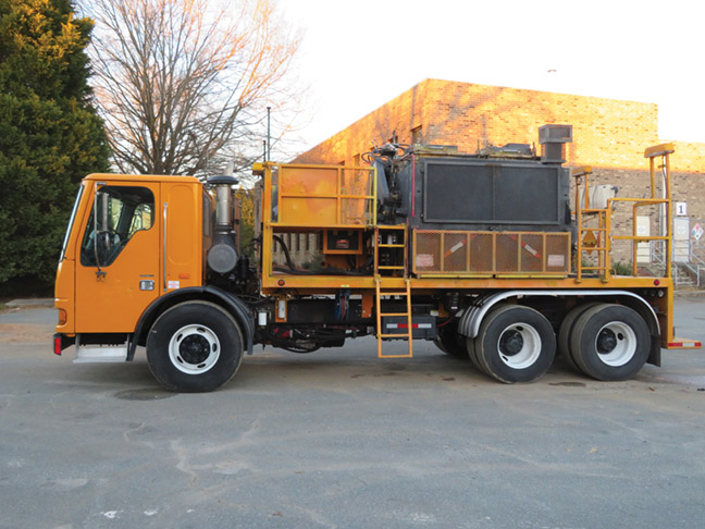 2005 Freightliner Large Capacity Thermo Melter Truck